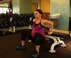 美女子怀孕35周仍举重锻炼惹争议