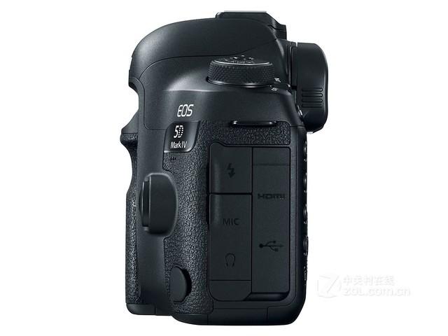 编辑总评:佳能5D Mark IV机身采用了镁合金材料,实现高强度、高刚性和轻量化。EOS 5D Mark IV的机身重量相对EOS 5D Mark III轻了约60克,约为800克,会进一步减小携带时的负担。同时,EOS 5D Mark IV进行了防水滴防尘处理,可以应对一些特殊拍摄环境。喜欢的朋友不妨与下面经销商取得联系。 购买时提及ZOL中关村在线会获得更好的服务或优惠。 商家简介:   成都智欣数码公司已有十多年的数码产品经营史,旗下已有佳能(相机,摄像机),索尼,柯达,三星,尼康,富士等品牌