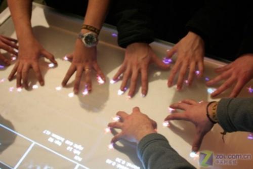 放弃键盘与鼠标 多点触摸技术首次研究