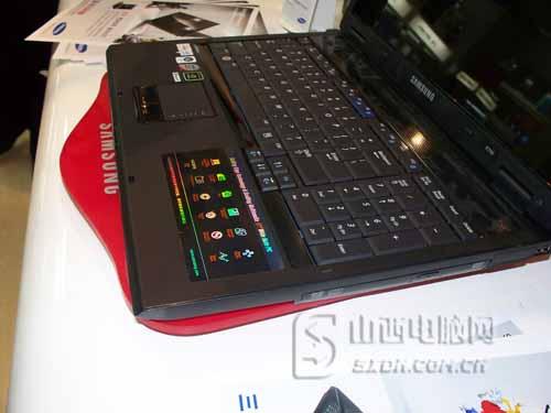 三星R700-A004 三星R700-A004笔记本配有4个USB2.0接口...
