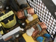 看完买更放心 新战线新固585电源拆解