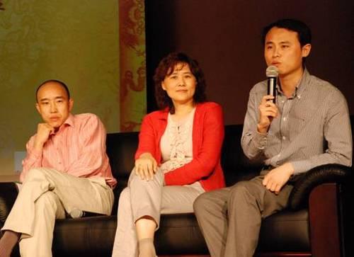 天佑集团总裁惠清(中),亚洲商港集团总裁符德坤(左)和精准传媒的应总