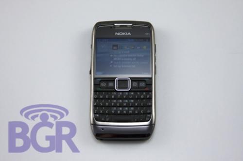 320万WiFi全键盘GPS 诺基亚E71真机预赏