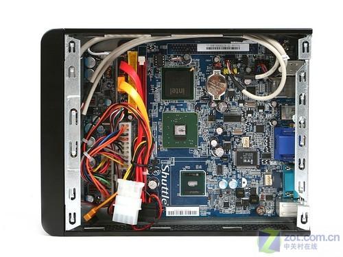 浩鑫x27内部只提供有一个4pin电源接口,扩展性比较有限.