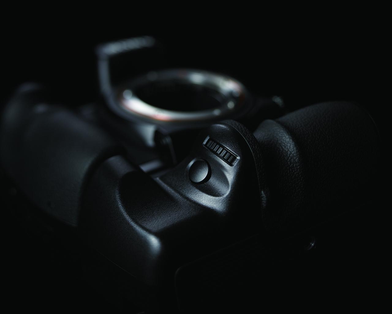 全画幅、高像素数的索尼900不论与索尼自己以往的产品相比,还是和市场上的竞争对手PK,都具有相当多出色的卖点。但是很多优点很难用文字和图片直接描述和表达,比如100%幅面、超高亮度的取景器,或者手感出色、操控容易的机身设计。不论如何,作为一台索尼旗舰级的数码单反相机,它的最终目的还是拍摄照片,所以用照片能直接表现的优势还是有不少的。   下面我们从本次试用活动中的一些样片来展示一下900的功力[详细]