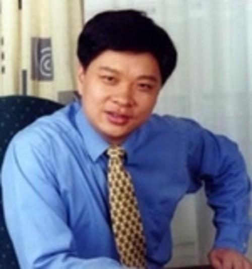 苏启强,1983年毕业于厦门大学经济学院会计系;1983至1988年,在国务院