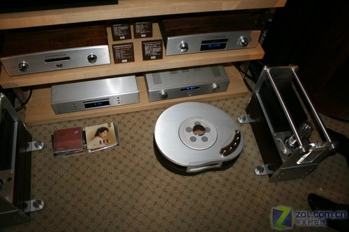 """获得设计大奖的欧博""""水滴""""cd机"""