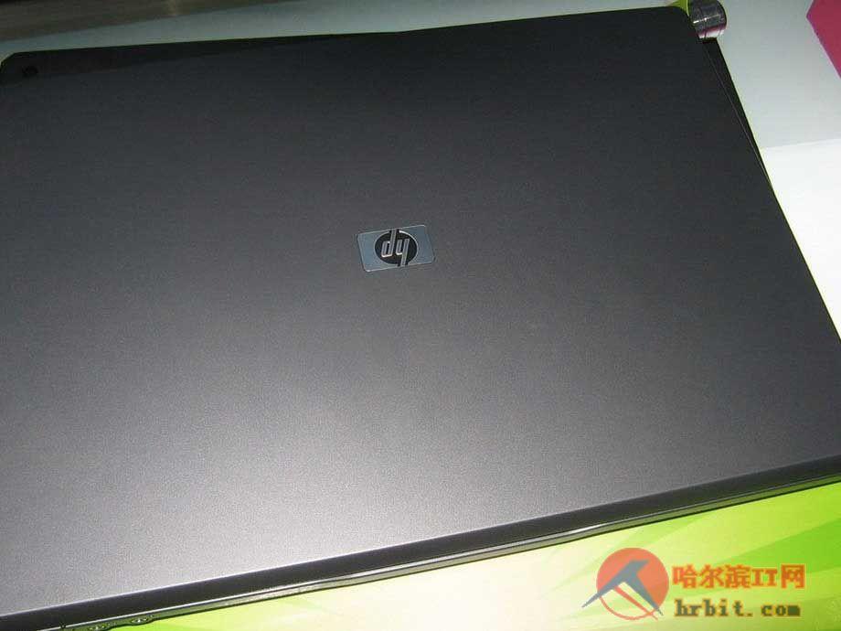 ...HP 520(KP490AA)继续采用了520系列的经典模具,灰色的机身...