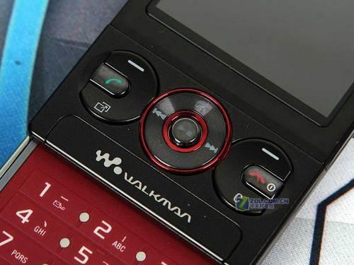 图为:索尼爱立信W715手机-320W像素AGPS 索尼爱立信W715独家