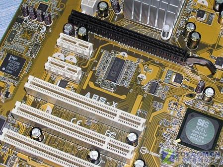 华硕A8S-X主板扩插槽