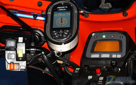 大屏手持GPS才吃香 玩家暴改越野摩托
