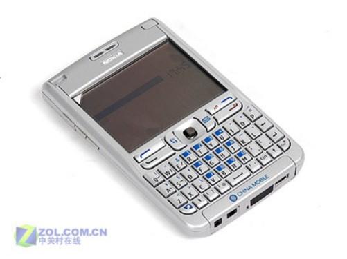 手机 正文  诺基亚e62采用了直板全键盘设计,商务气息十足.内置一块2.