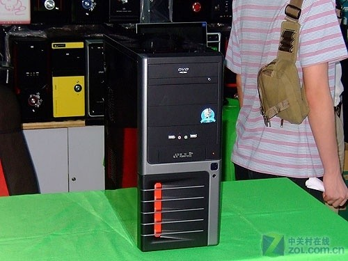 38度宝刀未老 支持八硬盘酷黑机箱到货