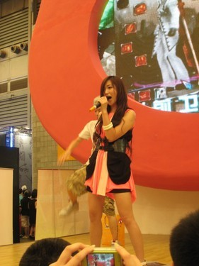 美女歌手郑凡Chinajoy唱响《纷争》
