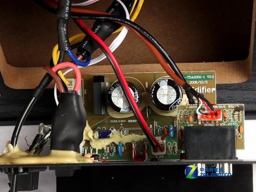 漫步者r2000t音箱:功放电路板