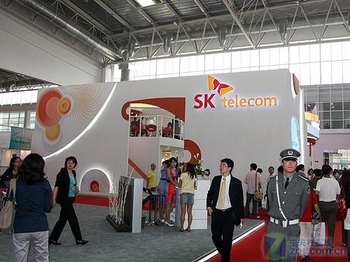 图为SK展台 作为韩国最大的运营商之一,SK集团参加了此次...