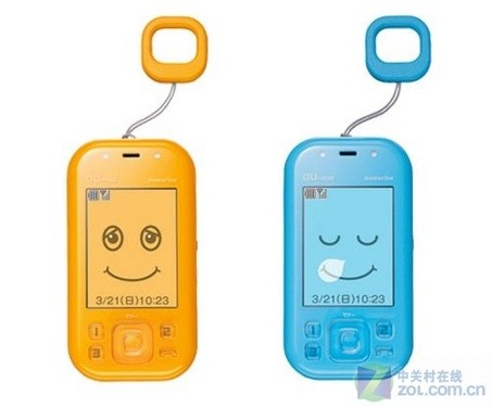 这款手机是由KDDI出品的,内置GPS功能,这样家长就能够实时的监控小孩子的动向,这对于平时工作比较繁忙,无暇照顾小孩的父母们非常有帮助。 其实类似的产品早在去年就已经非常多了,而日本在利用GPS系统保护青少年安全上目前普及的速度相当快。利用GPS定位,然后通过手机网络将数据传回服务器供家长查询的功能对于现在的技术来说已经不难了,但是我们也希望能够摆脱这些工具让青少年能够有一个安全的生活环境。