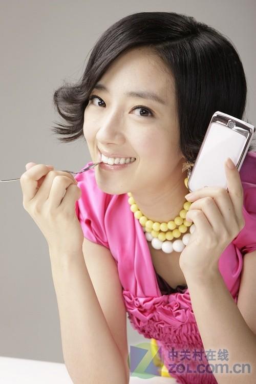 韩国明星桂纶镁携LG KV600新品亮相