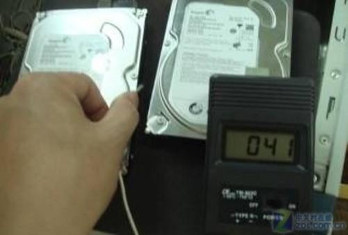 ce7oNy4qO3k - 打破常规 牛人用罕见设备测希捷硬盘