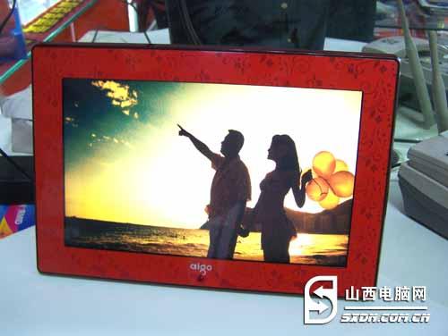 边框设计为中国红搭配花纹