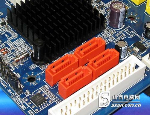 盈通G41P主板基于Intel G41+ICH7主板,支持酷睿2双核/四核全系列处理器,支持1333MHz总线。支持DDR2内存,支持双通道。主板整合了先进的X4500图形核心,支持高清视频解码,支持DX10规格。另外,提高了PCI-E显卡插槽,为消费者升级提供基础。