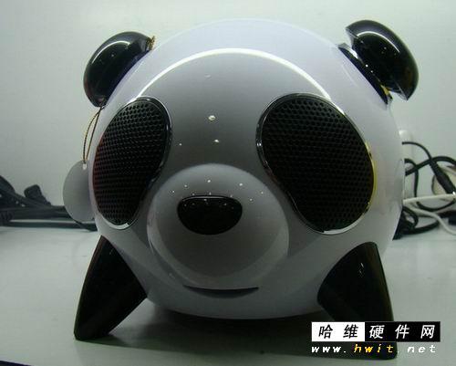 熊猫的嘴巴还会放出夺目的灯光
