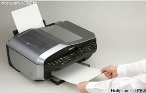 佳能MX700在各方面的表现都很不错,这也与其中高端产品的定位不无关系。佳能MX700的打印分辨率为4800×1200dpi,最小墨滴更是达到了2微微升,这样的参数使得其打印效果异常清晰细腻。而佳能MX700的打印速度也非常不错,其黑白文本打印最快可以达到30ppm,彩色文本打印的最快速度为20ppm,即使在标准状态下,其打印速度也可以达到黑白14.
