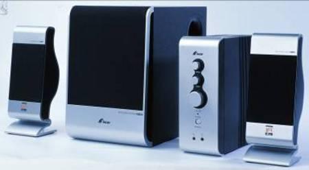 但之前的产品无论是外观设计还是电声设计,都不可与三诺ifi系列同日而