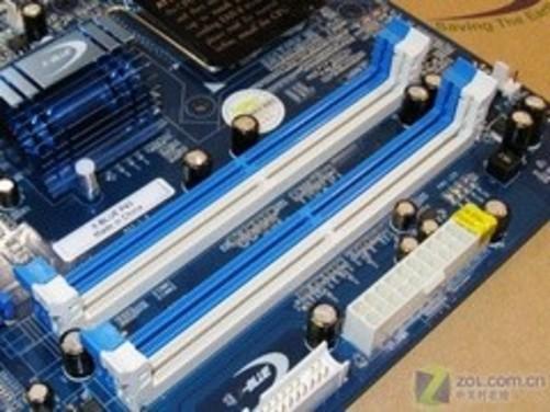 捷波xblue-p43主板采用4相供电设计,全封闭式电感和高品质固态电容.