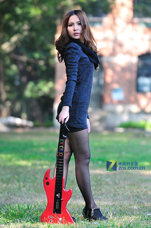 吉星触摸吉他桌面+mini无线鼓美女图赏_广州键2017美女写真图片