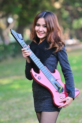 吉星触摸无线吉他+mini桌面鼓美女图赏图片