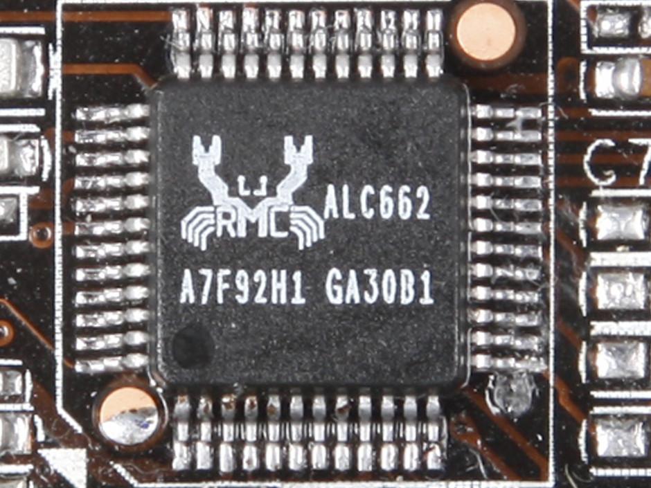梅捷SY-H67节能版采用黑色PCB标准ATX大板设计,支持全新的Intel LGA 1155系列处理器。和梅捷H55/H57节能版一样,都采用一体化热管散热设计。主板带有SATA3接口,和Mini PCIE接口。I/O方面带有4个USB 2.0,2个USB 3.0和HDMI/VGA/DVI等不同视频输出接口。支持6声道音频输出。梅捷SY-H67节能版内置3E节能引擎,带有动态和静态双节能,节能效果出众。 作者:杨旭 2010-12-29 06:21
