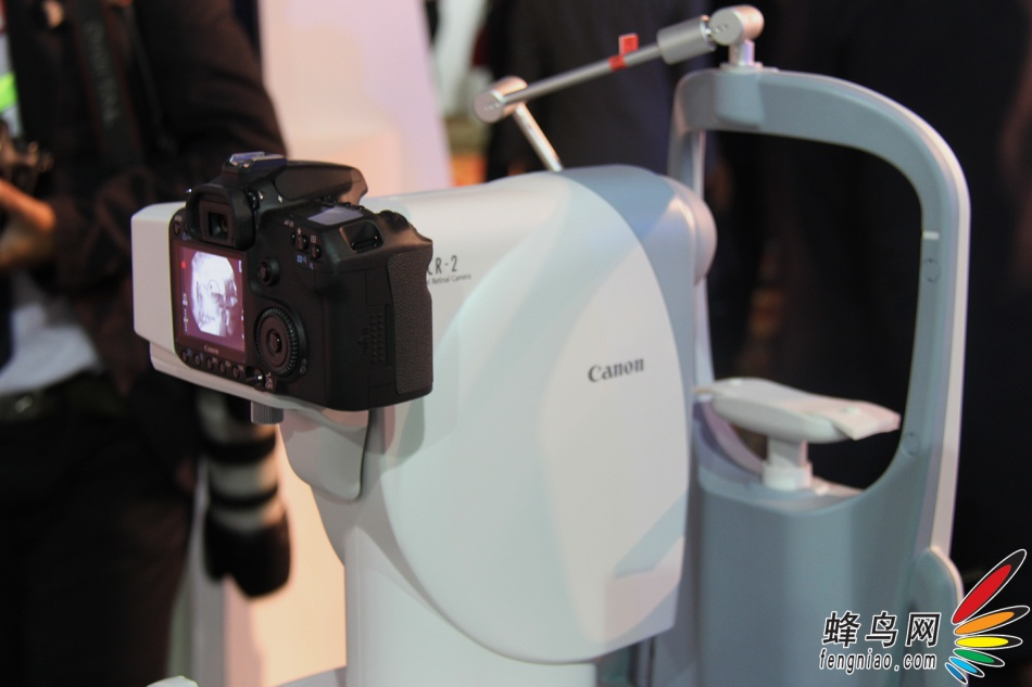 外的角度看数码眼底照相机CR 2 EOS在医疗界行动 佳能expo医疗中