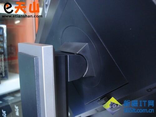 底座与显示器的安装部分,戴尔u2311h液晶显示器也采用了易安装设计