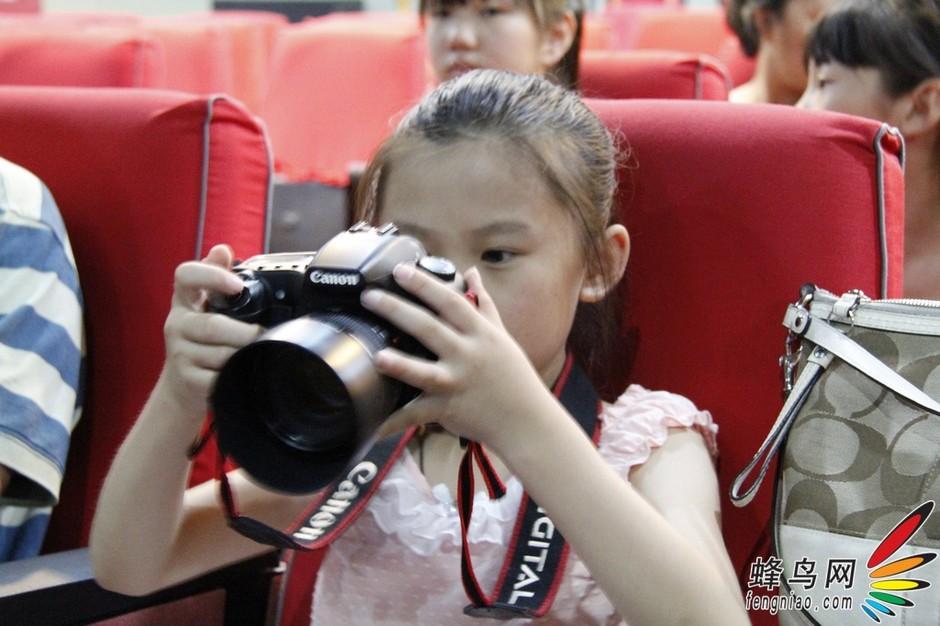 蜂鸟儿童摄影夏令营奚志农摄影讲座现场花絮 组图