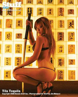 最黄成人美女小游戏_持刀美女现身成人杂志宣传游戏(图文)
