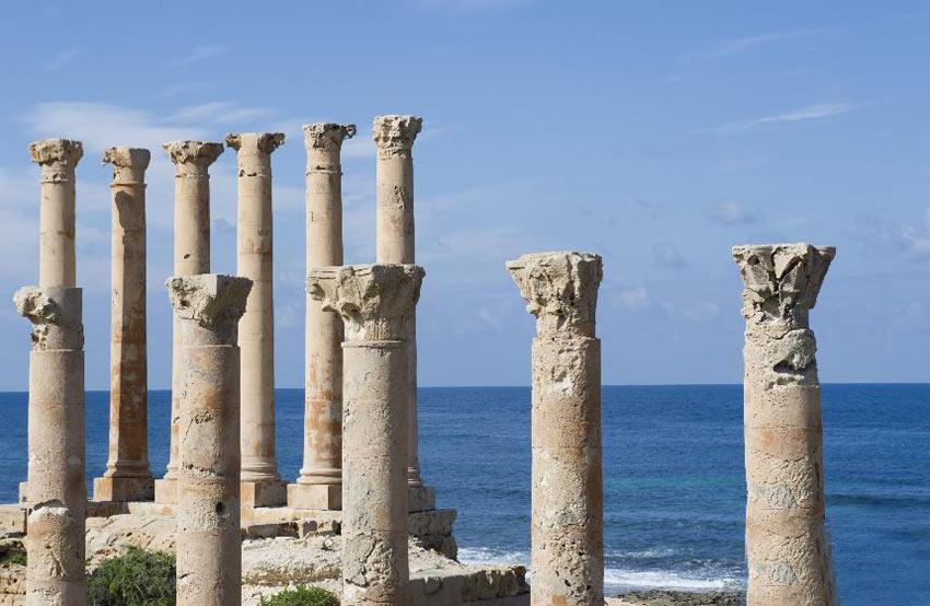 这是位于利比亚首都的黎波里以西的古罗马时期撒卜拉塔古城遗址.