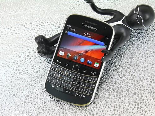 触屏加全键盘 黑莓9900最新价仅售3230