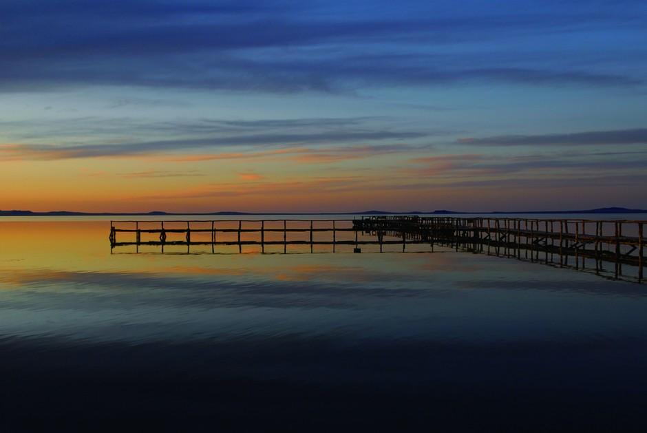 萨克斯简谱f调 雪绒花-内蒙古达里诺尔湖晚霞的丰富色彩通过水面的映照为画面增添了更多暖