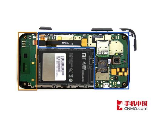 小米手机的电路板分为两部分,蓝色区域为主板,装有处理器,通讯模块