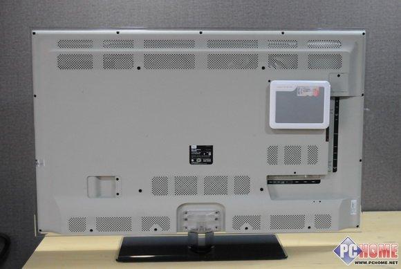 电视影像 电视影像是TCL为用户提供的网络视频服务,据TCL销售人员说在应用程序商店里还有很多类似的服务,遗憾的是我们没有找到。不过就目前提供的这两项视频服务来说,已经是很丰富而且很强大了。  在我们进入优酷视频以后,点击RC500智能遥控器上的语音按钮,对着遥控器可进行语音输入,找到自己想要的节目,这点是非常吸引人的。  声乐无限 声乐无限中添加的各个功能,基本包含了听、说、唱三个层面的内容,听歌、唱歌、听收音机,而且我们还在应用程序商店里找到了其它一些这方面的小程序,虽然和已有的几个功能大致相同,但还