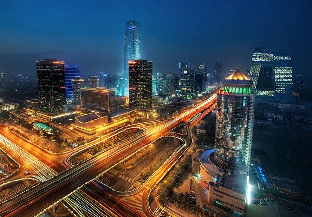 香港龙虎豹套图_全香港向上看法摄影师拍香港拥挤城市建筑套