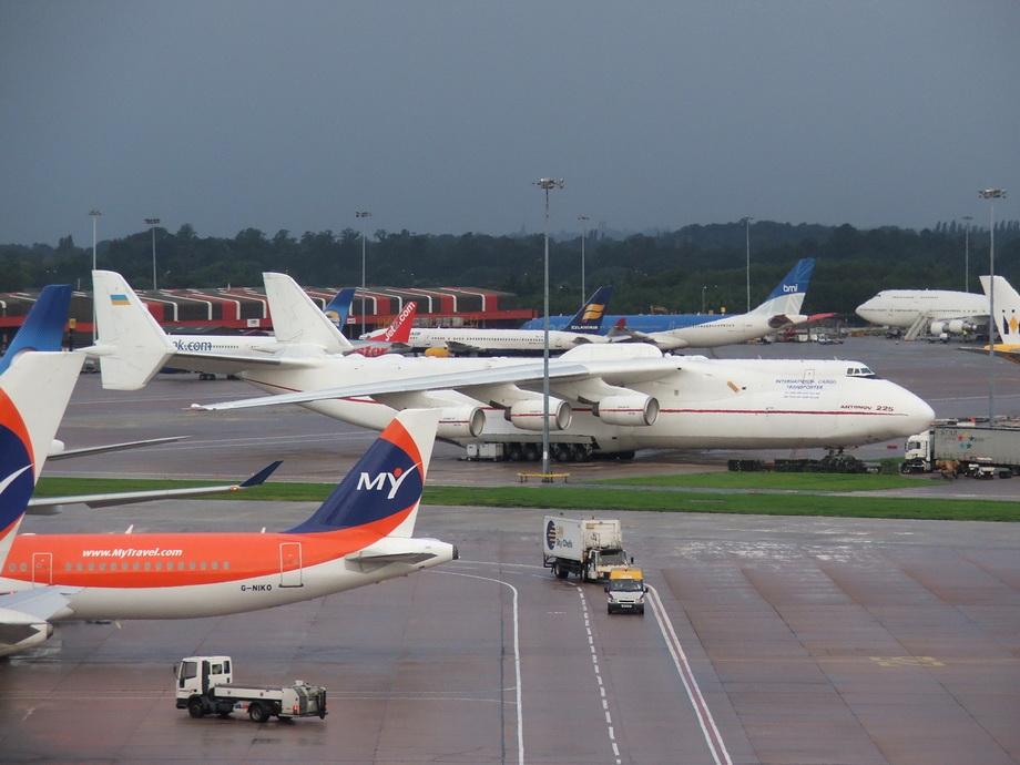《2012》中的大飞机原型-安225 组图