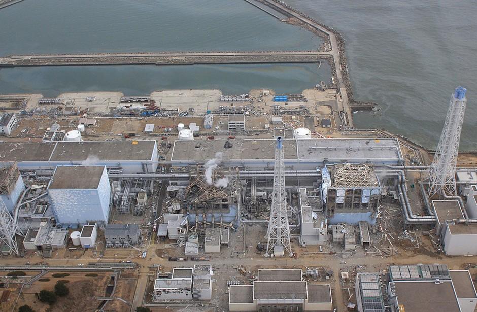 高清:日本福岛核电站爆炸后航拍图 组图