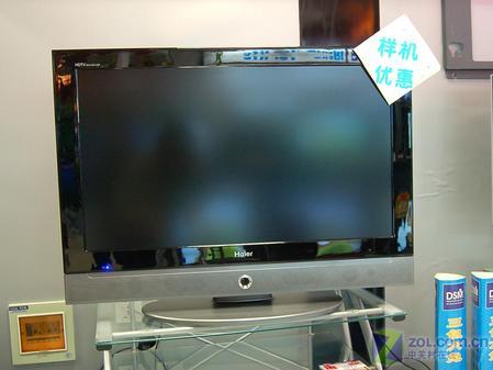 海爾l32a9a-a液晶電視采用黑色的外觀設計,臥式的音箱通過反彈的