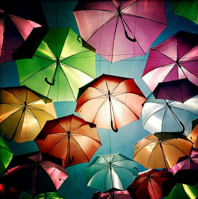 五彩缤纷雨伞街 葡萄牙北方城市波尔图 组图