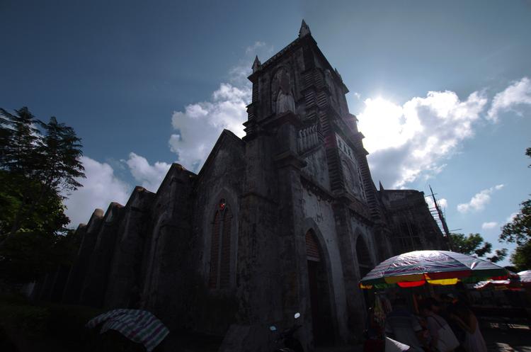 岛上拥有众多名胜风景区,亦有代表涠洲岛的天主教堂,客家风情亦十分