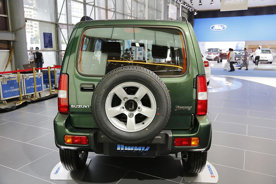 """铃木吉姆尼是由日本铃木公司生产的轻型越野车,英文名称为""""jimny""""."""