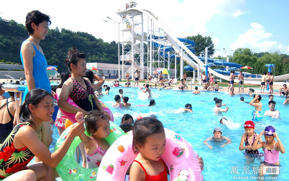 大型水上游乐园_大型水上游乐园   水上游乐园「爆头」啦! 高清图片