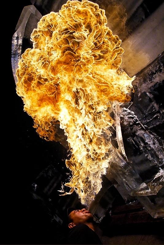 惹火上身:光影涂鸦与神奇火焰的魔力 组图